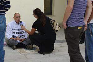 9 ottobre 2009: la protesta di Crescenzo Fiore dopo le dichiarazioni del ministro Maroni